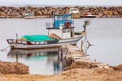 Barca all'entrata sul mar Egeo in Turchia Fotografia Stock