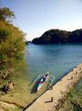 Barca all'isola Immagini Stock