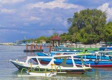 Barca all'isola di tropico di paradiso Fotografia Stock