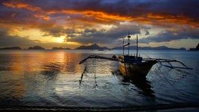 Barca alla spiaggia Fotografie Stock Libere da Diritti