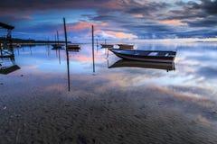 Barca alla spiaggia di aru di Tanjung, Labuan La Malesia 12 Fotografia Stock Libera da Diritti