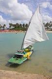 Barca alla spiaggia di Oporto de Galinhas immagine stock