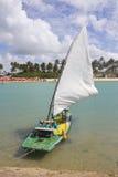 Barca alla spiaggia di Oporto de Galinhas Fotografia Stock