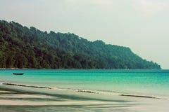 barca alla spiaggia di Radhanagar fotografie stock