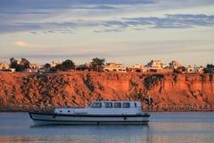 Barca in baia Immagini Stock Libere da Diritti