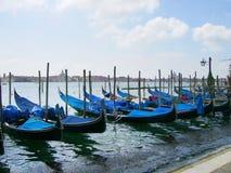 Barca blu a Venezia fotografie stock