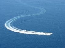 Barca che gira nel mare Fotografia Stock Libera da Diritti