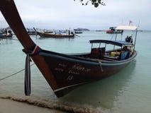 Barca a coda lunga nell'isola di Phiphi Fotografia Stock