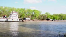 Barca comercial do rio no rio de Minnesota vídeos de arquivo