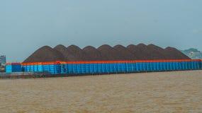 Barca completamente do carvão Imagens de Stock Royalty Free