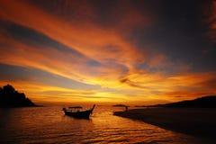 Barca con il cielo di Ripply Immagine Stock