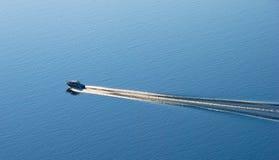 barca con spruzzo Fotografia Stock Libera da Diritti