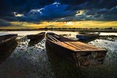 Barca con un bello cielo Immagini Stock
