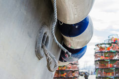 Barca, cuscini ammortizzatori e vasi di granchio Fotografie Stock Libere da Diritti