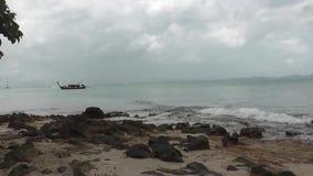 Barca dal mare video d archivio