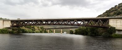 Barca de Alva – Two Bridges over Agueda River. The two bridges, railway and road, over the Agueda River, near the town of Barca de Alva between Portugal stock photography