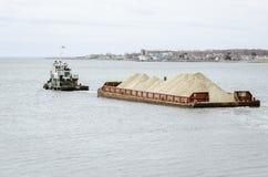 Barca de Tug Bucky e da areia Imagens de Stock Royalty Free