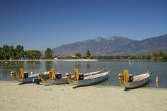 Barca del drago a Santa Fe Dam Recreation Area fotografia stock libera da diritti