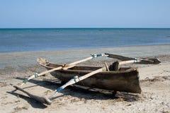 Barca del Fisher al litorale Immagini Stock