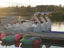 Barca del pedale su un lago Fotografie Stock Libere da Diritti