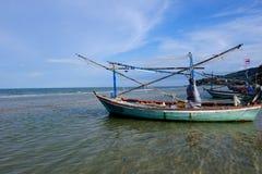 Barca del pescatore nel mare Immagine Stock
