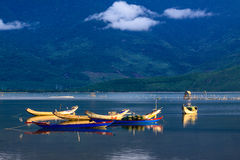 Barca del pesce nella spiaggia di Lang Co Fotografia Stock
