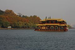 Barca della Camera sul lago ad ovest, Cina Fotografia Stock