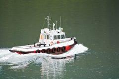 Barca della tirata al porto marittimo Immagine Stock