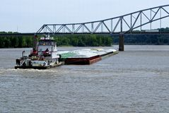 Barca della tirata e chiatta del granulo Fotografia Stock Libera da Diritti