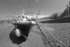 Barca dentro nel porto di Clovelly Immagini Stock Libere da Diritti