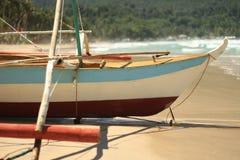 Barca di Banca sulla spiaggia Fotografia Stock