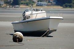 Barca di bassa marea Immagini Stock