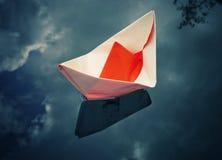 Barca di carta rossa Immagine Stock Libera da Diritti