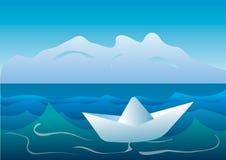 Barca di carta sul mare Fotografia Stock Libera da Diritti