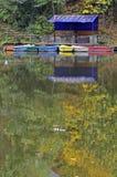 Barca di colore in lago Fotografie Stock