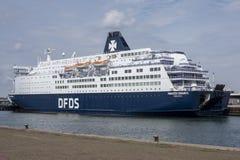 Barca di crociera nel porto di Vlaardingen, Paesi Bassi immagini stock
