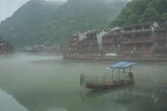 Barca di Fenghuang nella mattina Immagine Stock