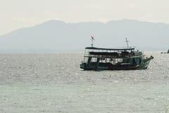 Barca di galleggiamento fotografia stock libera da diritti