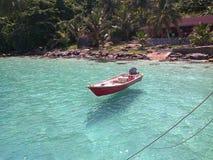 Barca di galleggiamento cristallina fotografia stock