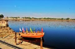 Barca di Lakeside fotografie stock