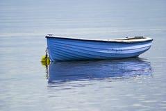 Barca, di legno, barca di rematura, azzurro, ancorato Fotografie Stock