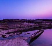 Barca di legno a Grand Canyon della Tailandia nel tramonto Fotografia Stock