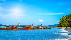 Barca di Longtrail in Th di Krabi del mare delle Andamane di MAYA Bay Phi Phi Islands fotografie stock