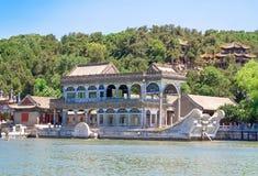Barca di marmo anche conosciuta come la barca di purezza e di facilità nel palazzo di estate, Pechino, Cina fotografie stock libere da diritti