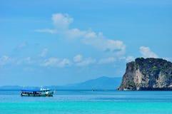Barca di medie dimensioni di turismo Immagini Stock Libere da Diritti