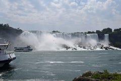 Barca di Of The Mist della domestica, cascate del Niagara a ferro di cavallo Ontario Cana di caduta Fotografie Stock Libere da Diritti