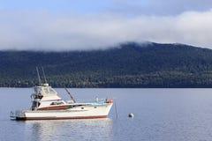 Barca di navigazione da diporto zeala del parco nazionale della terra del fiordo del lago di anau del te in nuovo Fotografia Stock Libera da Diritti
