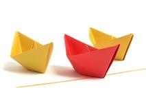 Barca di Origami sopra bianco Fotografia Stock