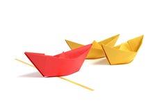 Barca di Origami sopra bianco Immagini Stock Libere da Diritti
