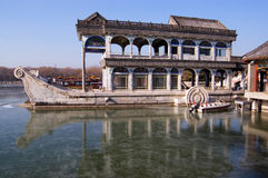 Barca di pietra nel palazzo di estate Immagine Stock